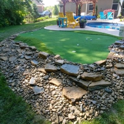 3 hole putting green